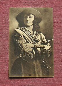 COWGIRL WITH PISTOL WILD WEST SHOW PEROFRMER BUFFALO BILL WILD WEST SHOW EUROPE