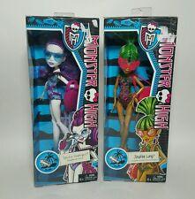 NEW Monster High Justice Exclusive Swim Class Jinafire Long, Spectra Vondergeist