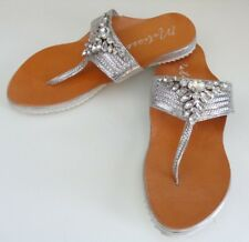 e18dc319d5ea MATISSE RAJA-Stunning Silver-Thong-Leather-Rhinestone-Sandals Size 8M NWB