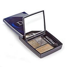 Grüne Augen-Make-ups mit Kompaktpuder
