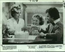 """1982 Press Photo Katherine Healy, Mary Tyler Moore & Dudley Moore in """"Six Weeks"""""""