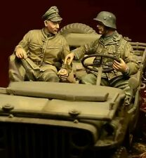 1/35 Scale Resin Figures WWII Waffen SS soldiers 2 figures (car is not include)
