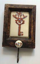 crochet porte clef rétro style ancien bois et céramique déco couleur