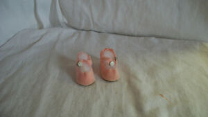 "PINK  DOLL SHOES FOR MADAME ALEXANDER F&B ARRANBEE OR IDEAL 14"" DOLL?"