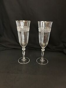2 Champagne Flute Toasting Glasses With Diamond Band Design
