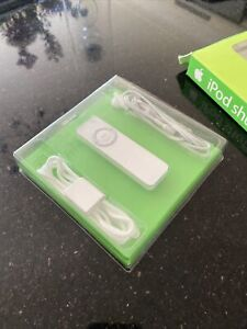 COLLECTORS ITEM Old Stock Apple iPod Shuffle 512MB 1st Generation - M9724ZP/A