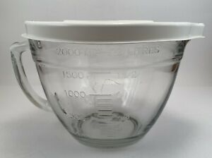 The Pampered Chef Glass Measuring Pitcher Batter Bowl with Lid  2 Quart / 8 Cups