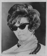 1961 Elizabeth Taylor Actress Sporting Dark Glasses Wire Photo
