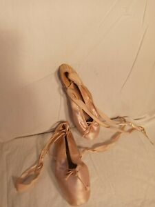 Women's Pink ballet Pointe Slippers shoes Worn  Well Loved 5.5 fetish