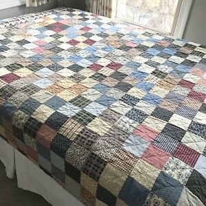 VINTAGE HAND MADE PATCHWORK QUILT