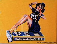 Magnetschild PEZ Peppermint sitzendeDame Nostalgie Blechschild Magnetkarte 8x6cm