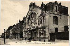 CPA  Lille - La Maison des Étudians et la Rue de Valmy    (203973)