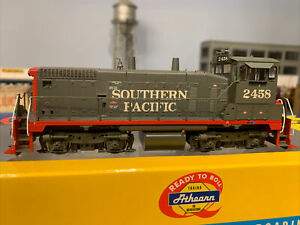 Athearn RTR SW1500 SP Southern Pacific W/ DCC