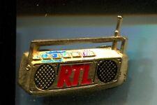 RARE PINS PIN'S .. TV RADIO PRESSE LOCALES & FM POSTE TRANSISTOR 3D OR RTL ~CW