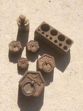 poids hexagonaux en fonte anciens pour balance Roberval + bronze + boite