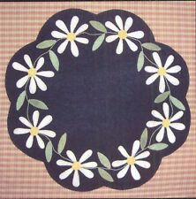 Primitive Gathering DAISY TABLE MAT PATTERN wool