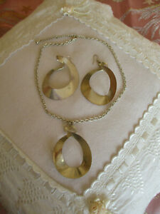 Unusual wonky/bent metal circle pendant necklace with matching earrings
