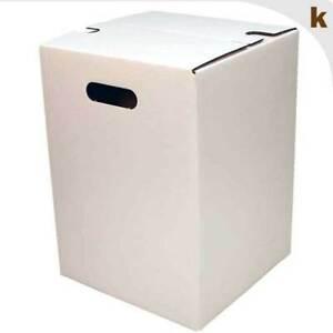 10 weiße Papphocker | ökol. Sitzmöbel aus Wellpappe | Eventhocker | Das Original