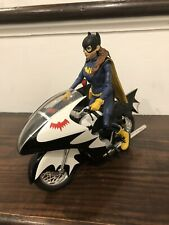 DC Multiverse Batgirl Hot Wheels Batcycle 1:12 DCUC