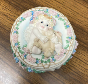 RARE Vintage Dreamsicles A Hug From The Heart Trinket Music Box