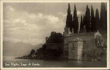 San Vigilio Lago di Garda Gardasee s/w Ansichtskarte 1956 Haus am Ufer Zypressen
