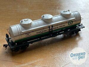 Bachmann QUAKER STATE Motor Oil 3-Dome 60,000lb Tank Car HO Scale Railroad Train