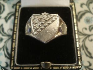 Superb Vintage 1979 Finely Crafted Sterling Silver: Shield Design Signet Ring