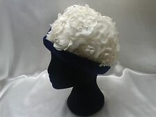 WOMEN'S VINTAGE 1930s WHITE FLOWER & PEARL - BLUE RIMMED HAT