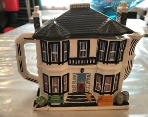 WESTERN HOUSE 1975 FAWLTY TOWERS HOTEL NOVELTY TEAPOT – FOR RESTORATION