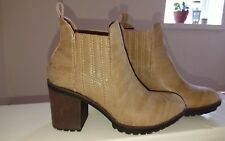 BNWB Gorgeous rocketdog, chelsea style Reagan heirloom natural boots size 5