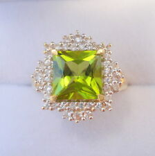 2.86ct Certified Kashmir Peridot & Sapphire Gold Ring