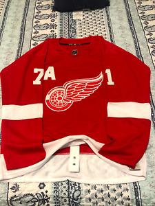 NWT Detroit Red Wings home hockey jersey - LARKIN #71 - Size 54