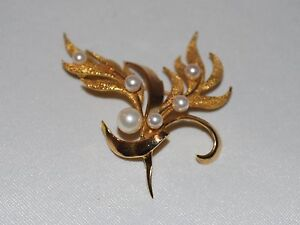 10 K Gold Leaf shaped brooch with pearls
