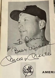 MICKEY MANTLE AUTOGRAPH Signed 1961 Yankees Yearbook Topps Beauty! *MEMORYLEN*