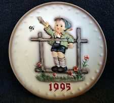 """Hummel Annual Plate 1995 """"Come Back Soon� Hum 291 New in Box ~ Stand included"""