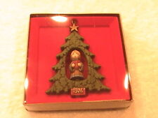 1976 Twirl About Singing Caroler Christmas Tree Trimmer Hallmark Ornament in Box