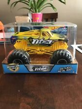 2018 1:24 Scale Hot Wheels Monster Jam Titan Rare BigFoot Truck!