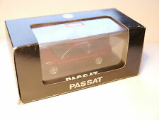 VW Passat b5 tipo 3b 1996-2000 Sedán rojo Rouge red metalizado roadster 1:43 Boxed