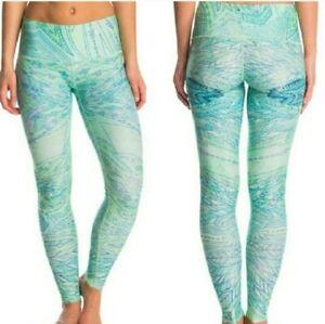 Teeki Womens Leggings Medium Hot Pants Envisions Green Geometric Pilates US Yoga