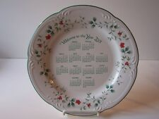 Pfaltzgraff Christmas Winterberry Calendar Plate Welcome to the Year 2001 USA