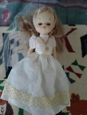 Muñeca de comunión vestido crema y rebeca  habladora con vela Caja coleccion