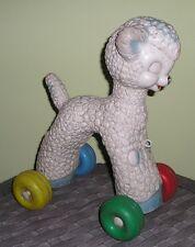 Jouet à roulettes à trainer : agneau en plastique des années 70
