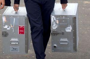 """caisse de transport aéronautique aluminium """"armée de l air""""  47 X 29.5 X 42 cm"""