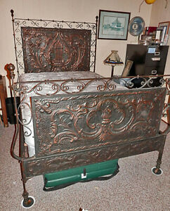 Outstanding Antique Repoussé Copper And Iron Full Size Bed + New Mattress PUO