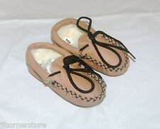 BARGAIN BNWT CHILDRENS FUR LINED SLIPPERS INFANT SIZE 4- CLEARANCE ITEMS