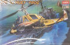 Academy UH-1C Huey Frog ref 2196 escala 1/35