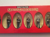 209). .BRITAINS 7302 'US MARINES 5 MARCHING & SERGEANT' 1:32 TOY SOLDIERS. BOXED