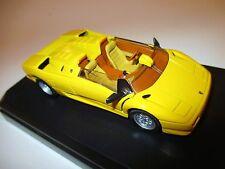 Lamborghini Diablo Roadster en jaune jaune, nanisme giallo yellow, Détail Cars 1:43 Box DF