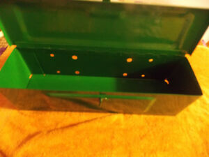 TRACTOR GREEN   TOOL BOX