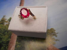 VINTAGE 10K YELLOW GOLD AND 10X8MM OVAL CUT BEAUTIFUL RED RUBY RING SIZE 6